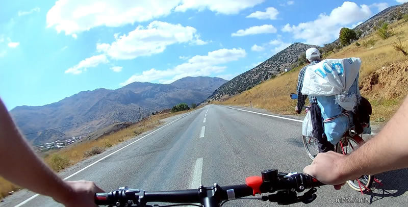 Nurhak'ta Bisiklet Üstünde Bir İhtiyar Delikanlı