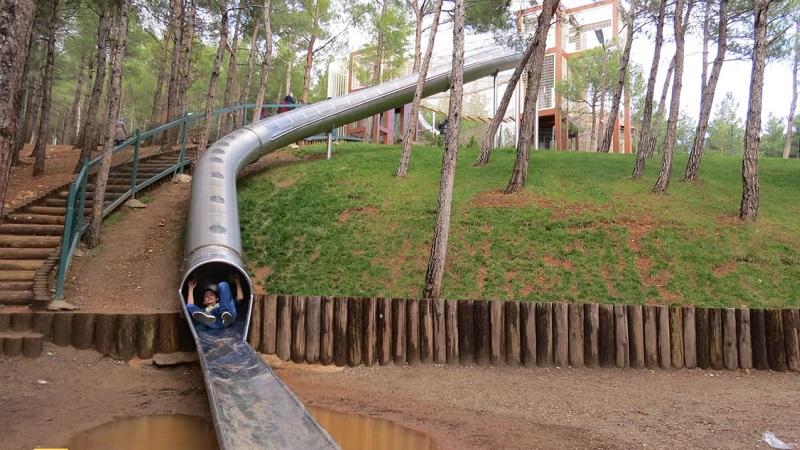 Arslabey Parkı'ndaki Uzun Kaydırak