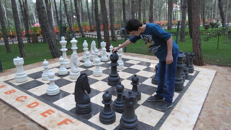Arslanbey Parkı satranç takımı