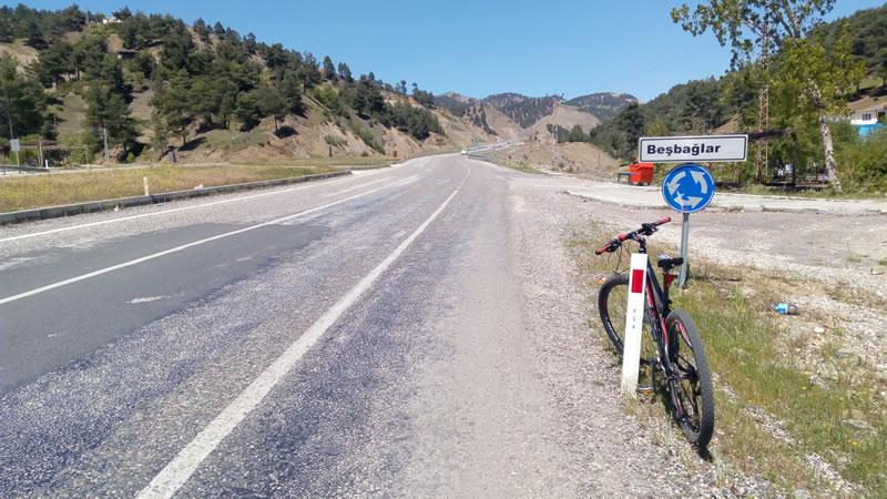 Bu asfaltta yol bisikleti gitmez