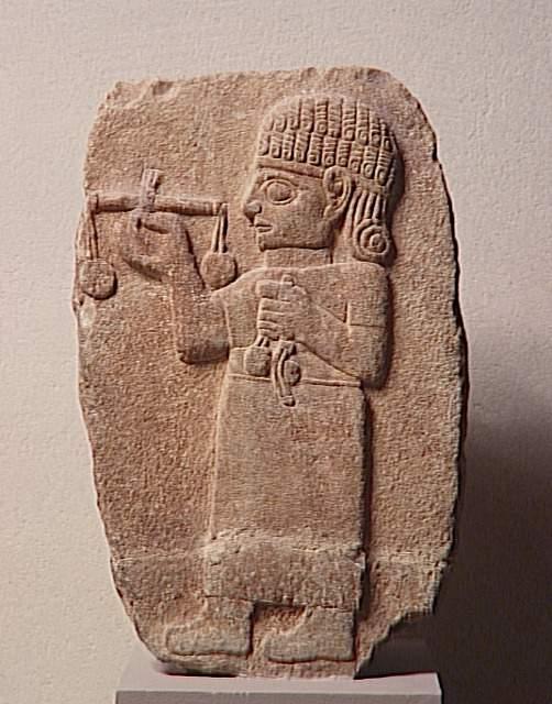 Louvre Müzesi'nde Maraş'ta bulunan Terazili Tüccar Steli