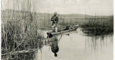 Gavur Gölü'nde bir balıkçı, kayık