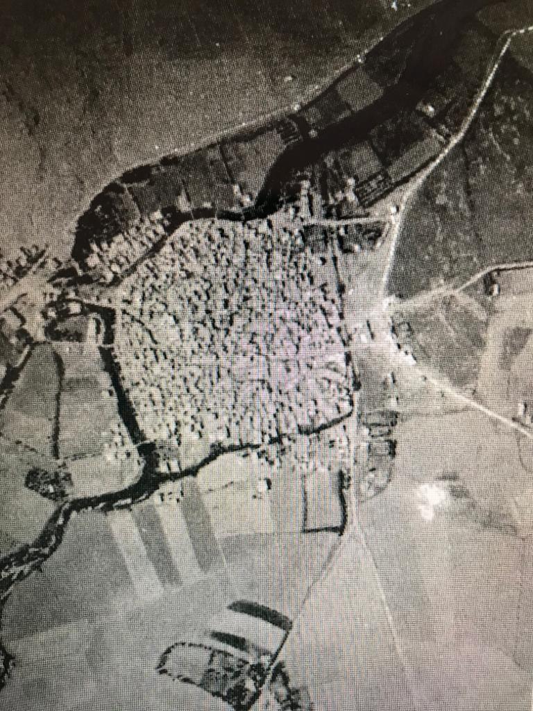 1952 yılında hava fotoğrafında Küçük Ceyhan ve Elbistan tarihi kent merkezi adası