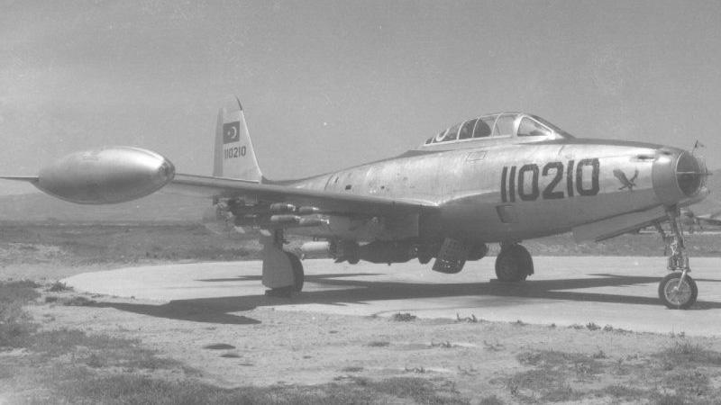Silahlı kuvvetler envanterinde yer alan bir F84-G tipi bombardıman uçağı